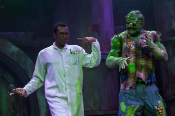 THE-TOXIC-AVENGER-THE-MUSICAL-14-Ché-Francis-and-Mark-Anderson-Photo-Irina-Chira