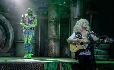 THE-TOXIC-AVENGER-THE-MUSICAL-18-Mark-Anderson-as-Toxie-Oscar-Conlon-Morrey-Photo-Irina-Chira