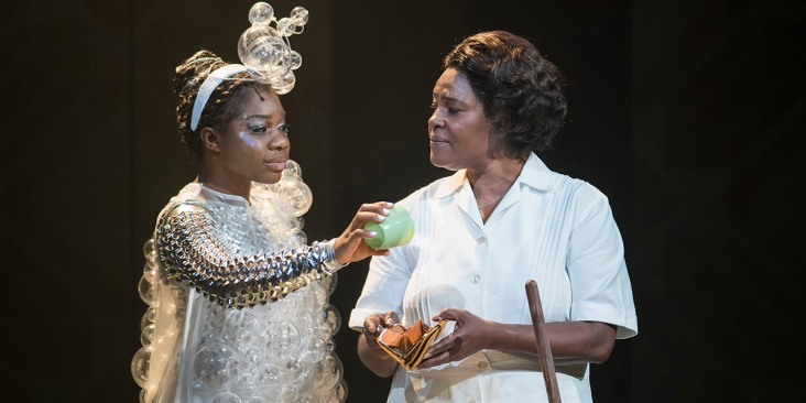 Me_sha_Bryan_The_Washing_Machine_and_Sharon_D_Clarke_Caroline_Thibodeaux_in_Caroline_or_Change_at_Hampstead_Theatre_by_Alastair_Muir_ddjxmk